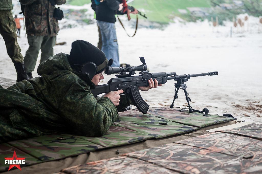 Юнармеец стреляет из снайперской версии РПК