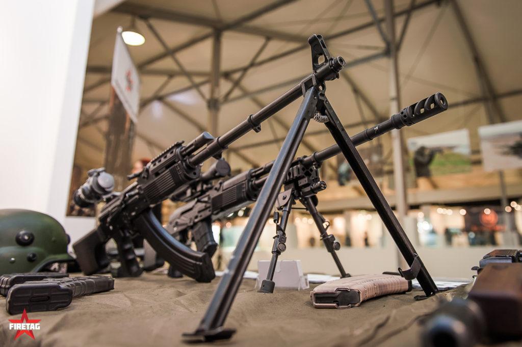 Тюнингованные фаертаг пулеметы Калашникова