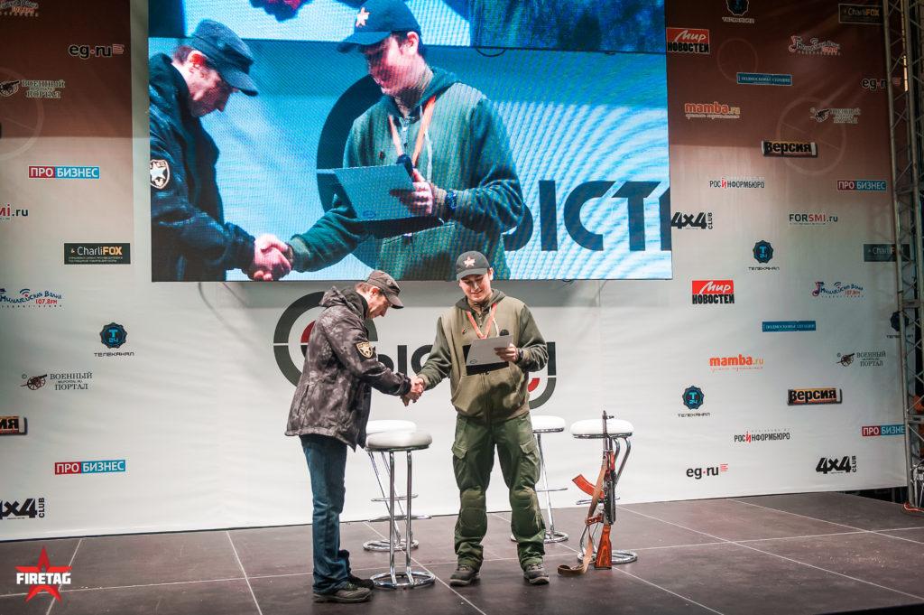 Награждение победителя в конкурсе сборки-разборки АК на время