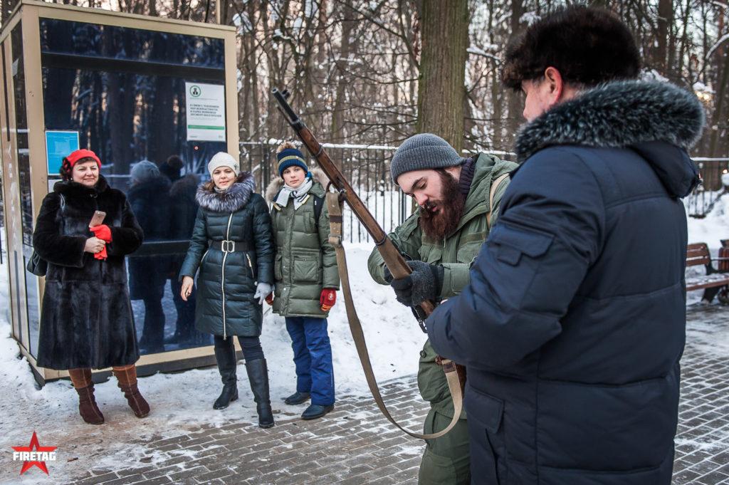 демонстрация работы Мосинки отдыхающим в парке
