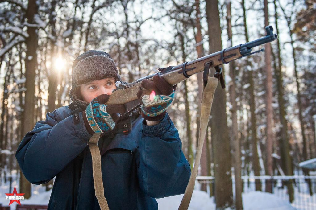 Посетитель со снайперской винтовкой Мосина