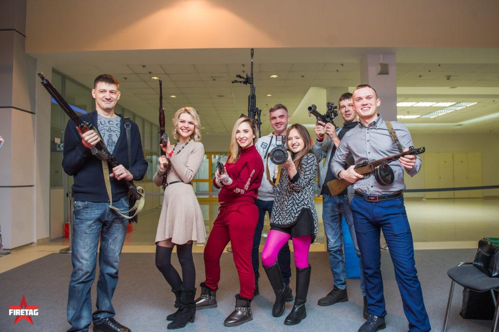 Посетители выездного Музея оружия