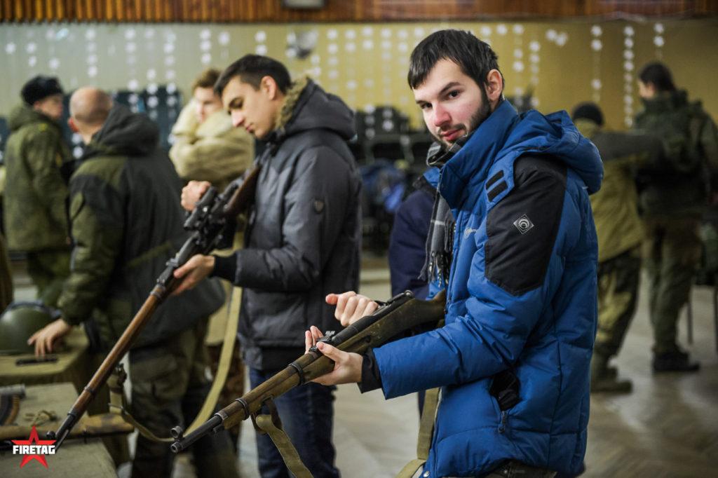 студенты с винтовками мосина