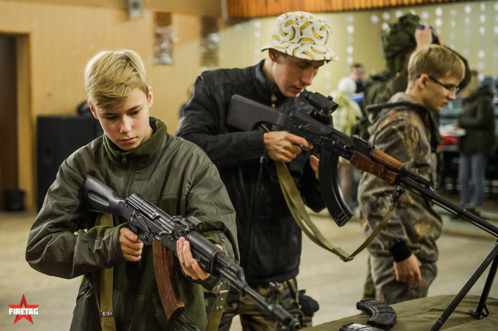 студенты военной кафедры МЭИ в музее оружия