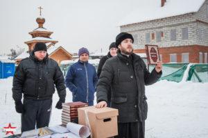 иерей Сычев Илья Анатольевич награждает