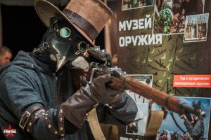 Косплеер со снайперской винтовкой Мосина