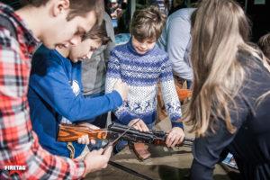 Дети разбирают АК-47 (автомат Калашникова 74 года)