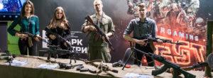 интерактивный стенд с оружием